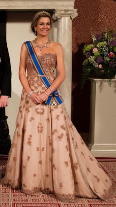 Queen Máxima is wearing a dress from Jan Taminiau Style Royal, Royal Look, Casa Real, Queen Fashion, Royal Fashion, Gala Gowns, Estilo Real, Royal Dresses, My Fair Lady
