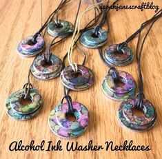Alcohol Ink Washer Necklaces Tutorial and DIY Applicator Alcohol Ink Jewelry, Alcohol Ink Crafts, Alcohol Ink Art, Washer Necklace Tutorial, Washer Bracelet, Crafts For Teens, Arts And Crafts, Teen Crafts, Diy Crafts