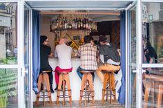Restaurant Mary Celeste, 1, rue Commines Paris 75003. Envie : Poissons et fruits de mer, Bar à vins et cave à manger. Les plus : Ouvert le dimanche...