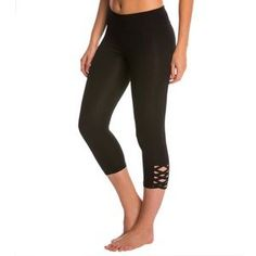 I just added this to my closet on Poshmark: Athleta cross cross cropped leggings. Price: $59 Size: S