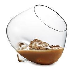 Een mooie set glazen, ontworpen door Rikke Hagen voor Normann Copenhagen. De Cognac glazen liggen heerlijk in de hand tijdens het drinken. Behalve voor cognac kunnen de glazen ook voor een dessert of amuse gebruikt worden.