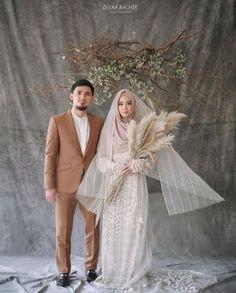 Ideas Photography Wedding Hijab For 2019 Muslim Wedding Gown, Muslimah Wedding Dress, Muslim Wedding Dresses, Hijab Bride, Pakistani Wedding Photography, Wedding Photography Poses, Wedding Poses, Fashion Photography, Photography Ideas