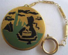 Deco dance ring Rouge Compact enamel design
