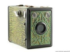 Sylvain, un passionné de photographie, a créé une impressionnante archive en ligne regroupant près de 10 000 appareils photo vintage. Un travail titanesque que DGS partage avec vous aujourd'hui. De quoi ravir tous les passionnés ! Sylvain Halgand est le...