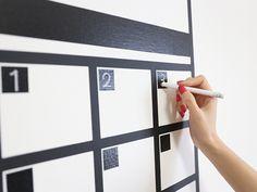 張って剥がせる!書いて消せる!便利なテープ黒板の特性をフル活用して、お部屋の壁にカレンダーを作りました☆