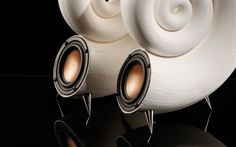 Spirula has the perfect size to fit into most home and office desktop setups, or to be an original design piece of your living room.