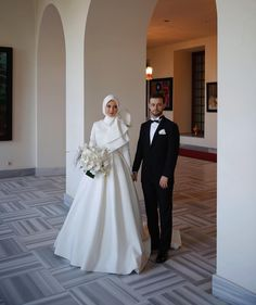 gothic dresses for wedding guests Hijabi Wedding, Muslimah Wedding Dress, Muslim Wedding Dresses, Muslim Brides, Bridal Dresses, Wedding Gowns, Muslim Girls, Muslim Couples, Wedding Cakes