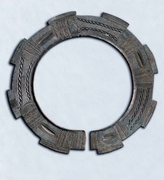 Caste bronze Onlua collar worn by cheif's also currency exchange. Bateke, D.R. Congo  (info@singkiang.com)