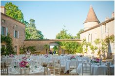 Chateau courtyard wedding in France | Photography © Susie Lawrence Photography