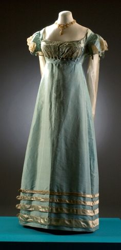 Dress for Amelia, heroine of Mr. Cavendish I Presume by Julia Quinn. Bath fashion museum, silk gown 1817-1821. http://juliaquinn.com/books/cavendish.php#excerpt