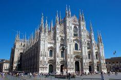 En 1386 el arzobispo, Antonio da Saluzzo, comenzó el nuevo proyecto de la construcción de la Catedral de Milán, el inicio de la construcción coincidió con el acceso al poder en Milán de Gian Galeazzo Visconti, primo del obispo, lo que fue entendido como una forma de recompensa a la nobleza.