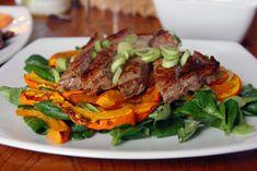 Vogerlsalat mit Steak und Kürbis
