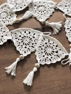 Boho Crochet Patterns, Crochet Bunting, Filet Crochet, Knit Crochet, Knitting Projects, Crochet Projects, Granny Square Häkelanleitung, Crochet T Shirts, Macrame Art