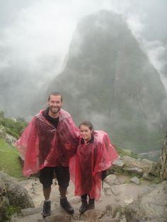 #MachuPicchu en #Cusco, #Perú. Merece la pena subir caminando en vez de en autobús, la experiencia es mucho más sacrificada. Eso sí, ¡procurad evitar los días de lluvia!