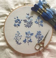 N/A Hand Embroidery Patterns Flowers, Basic Embroidery Stitches, Hand Embroidery Videos, Embroidery Flowers Pattern, Embroidery Hoop Art, Diy Easy Embroidery, Simple Flower Embroidery Designs, Diy Embroidery Projects, Hand Embroidery Tutorial