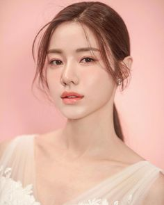 Korean wedding makeup hochzeit koreanisch make-up, … Bride Makeup Asian, Korean Wedding Makeup, Bride Makeup Natural, Romantic Wedding Makeup, Summer Wedding Makeup, Korean Makeup Look, Korean Makeup Tips, Wedding Makeup For Brunettes, Wedding Makeup For Brown Eyes