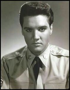 ELVIS PRESLEY ALL DRESSED UP.......BEAUTIFUL....JUST SAYING