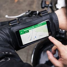 The James Navigator is designed for use with all smart phones, GPS or written directions. The Malle Navigator keeps your navigation tools close to your line of vision. New Technology Gadgets, Spy Gadgets, Futuristic Technology, Gadgets And Gizmos, Airsoft, Tactical Wear, Custom Motorcycle Helmets, Tactical Equipment, Touring Bike