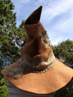 SCARECROW HAT(the hat for halloween costume or something like it) Diy Scarecrow Costume, Make A Scarecrow, Halloween Scarecrow, Halloween 2015, Holidays Halloween, Halloween Crafts, Halloween Makeup, Halloween Decorations, Halloween Party