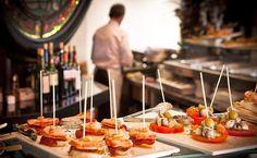 El informe 'Food Tourism 2014' recoge la opinión de 389 profesionales del sector. El 82% valoró España como destino atractivo por su oferta gastronómica. Por delante de Reino Unido (73%), Italia (61%), Francia (60%) y Alemania (55%). País Vasco es el mejor destino español y Martín Berasategui el chef más popular.