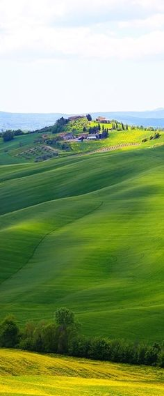 Beautiful scenery between Siena and Asciano in Tuscany, Italy by Kevin & Amanda