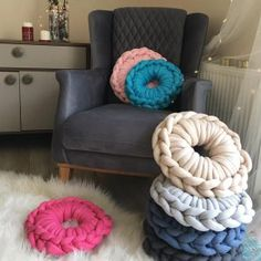 How to Starch Your Knitting Projects Giant Knitting, Arm Knitting, Chunky Blanket, Chunky Yarn, Knitted Blankets, Merino Wool Blanket, Yarn Crafts, Diy Crafts, Crotchet Bags