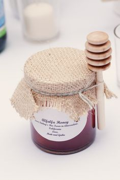 honey wedding favors - a possible idea that I really like because it reminds me that my grandfather used to keep bees :)