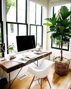 Love the black window frame and white walls, off white shades :)
