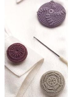 Vintage buttons. Free pattern. wish i could crochet