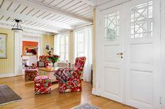 Välkomnade entré. Älskar dubbeldörrar… - Mahults Herrgård, Halmstad.