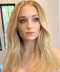 From Sansa Stark to red carpet queen Charlize Theron, Natural Glam Makeup, Coral Lipstick, Beach Blonde, Lip Colour, Halle Berry, Wow Products, Sophie Turner, Brows
