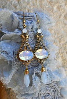 """""""Bijou Boucles d'Oreilles Rétro Victorienne en Laiton Plaqué Doré Antique  Cabochons Anciens de Cristal et Gouttes de Verre Opale"""". HAND JOY CRÉATIONS / Bijoux de Créateur Rétro Vintage. Collection """"Baroque Tendance Victorienne"""". Sur www.handjoy.fr ************************************************************************ mariage, mariée, blanc, blanche, or, dorée, earrings, wedding, gold, opal, métal, ancien, ancienne, french, glass, teardrop, cab, filigree, victorian, victorien, mode, femme."""