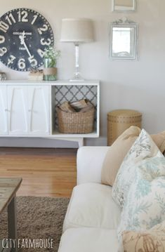 Vintage Mod Makeover {City Farmhouse} Adding & Switching Out Your Pillows Is An Easy & Affordable Way to Refresh A Space