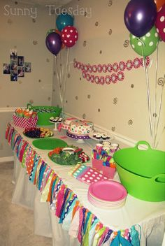 Free Polka Dot Party Decorations Love it Big bright balloons