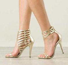 d714b4471 Sapatos Dourados, Sandálias Sensuais, Sapatos Sandálias, Sapatos Formais,  Botas E Sapatos,