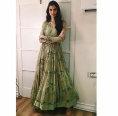 Riddhi Mehra, Diana Penty, Puja Room, Bollywood Fashion, Indian Fashion, Wedding Photos, Victorian, Tunics, Blouses