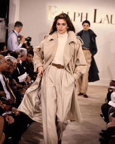 Cindy Crawford sur Instagram : #TBT on the runway with @ralphlauren. Happy #NYFW!