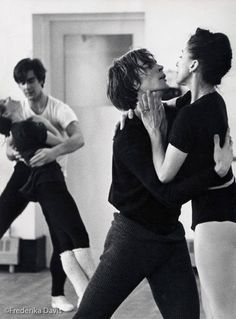 Studio rehearsal for Romeo and Juliet, 1965 - Donald MacLeary and Merle Park in the background Margot Fonteyn, Most Beautiful Words, Ballet Beautiful, Beautiful People, Ballet Couple, Dance Magazine, Mikhail Baryshnikov, Male Ballet Dancers, Soul Mates