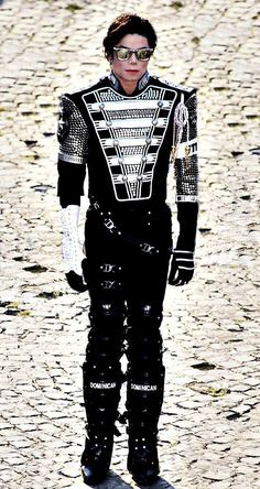 michael jackson Just standing still - noone is that physical genius than Michael Joseph Jackson. Michael Jackson Wallpaper, Michael Jackson Kunst, Michael Jackson Pics, Michael Jackson Outfits, The Jackson Five, Jackson Family, Janet Jackson, Pac Man, Elvis Presley