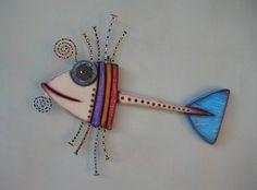 Oeuvres dart originales par Kerry Heath, main sculptée dans du bois récupéré et ramené à la vie avec des objets trouvés et peintures acryliques.