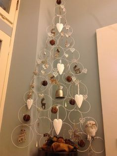 There is nothing more exciting than to witness a floating Christmas tree. You can make one using the guidelines of how to make a DIY Floating Christmas Tree. Different Christmas Trees, Creative Christmas Trees, Hanging Christmas Tree, Handmade Christmas Decorations, Noel Christmas, Modern Christmas, Christmas Tree Toppers, Christmas Projects, Christmas Tree Decorations