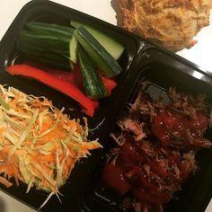 Dagens frokost stod på pulled pork, coleslaw, gulerodsboller og gnavegrønt. I alt 703 kalorier. 😌 #gulerod #boller #bolle #sundtliv #madpakke #mums #mæt #madimaven #madmedsmag #frokost #sund #sundmad #sundhed #vægttab myfood fitfamdk
