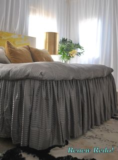 Ruffles hang from fitted sheet instead of going between the matteress and boxspring. WAY EASY TO clean or change GREAT IDEA!: Ruffled Bed From Bed Sheets ~ How To Cute Bedding, Ruffle Bedding, Diy Bed Sheets, Cama King, Master Bedroom, Bedroom Decor, King Size Sheets, Dust Ruffle, Ruffles