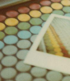 En avril 2013 dans le cadre du mois du Polaroid, la photographie instantanée est commémorée. À cette occasion, huit photographes montpelliérains se réunissent pour présenter différentes facettes du Polaroid et pour célébrer son caractère esthétique.    Les photographes participant sont: Audrey Rougier, Christophe Cordier, Bumbleroot Berylla, Arbre, ursula Undressed, Christophe Lecocq, Benjamin Sandri et Narcisse Behbehano.