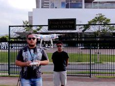 Uma dos casos de sucesso mais interessantes nas redes sociais, a Construtora Tecnisa utilizará um drone para filmar e fotografar o andamento das suas obras. Acoplada ao drone, uma câmera GoPro Hero3+ que filma em qualidade 4K e faz fotos com resolução de 20 MP. Veja o vídeo de teste na Exame ♦ por Saulo Pereira Guimarães.