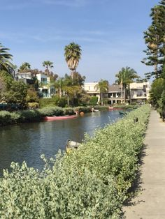 A great place to wander around checking out gardens in the sunshine. The Venice Canals are something worth seeing, and a great place to just chill out and enjoy a walk.