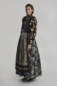 fantasistakk-0732 Traditional Fashion, Traditional Outfits, Armor Clothing, Europe Fashion, Fantasy Costumes, Fantasy Dress, Folk Costume, Embroidery On Clothes, Historical Clothing