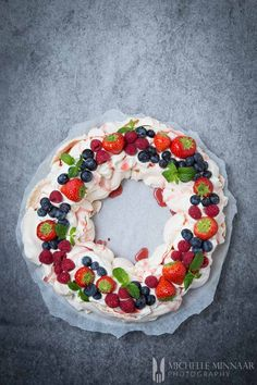 Christmas Pavlova is a stunning centrepiece and makes a Christmas dessert recipe to remember. There are multiple ways to decorate this Christmas wreath.