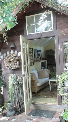 cute garden shed/office  Reddick Stokes...I like the window above the door...Need to put one in  my garden shed on the west side...