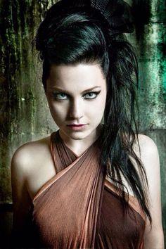 Amy Lee- I love Evanescence!